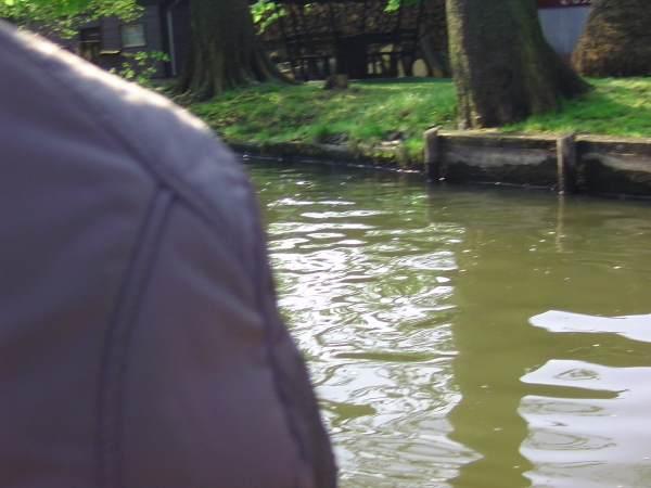 Flussfahrt mit Schulter im Blick